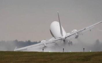 Προσγείωση που κόβει την ανάσα σε αεροδρόμιο της Πράγας