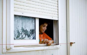 Οικογένειες Σύρων προσφύγων φιλοξενούνται σε ξενοδοχείο στο Ρίο περιμένοντας τη μετεγκατάσταση