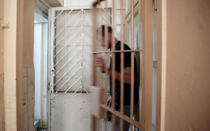 Επιστρέφει στη φυλακή ο Α. Φλώρος