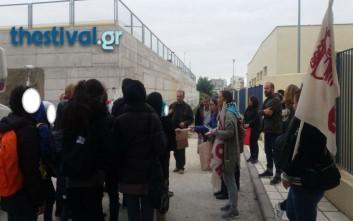 Χειροκροτήματα και δώρα για τα προσφυγόπουλα στη Σταυρούπολη