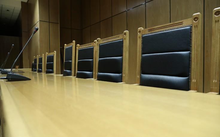 «Εμφύλιος» στην Ένωση Δικαστών και Εισαγγελέων μετά την ανακοίνωση κατά της κυβέρνησης