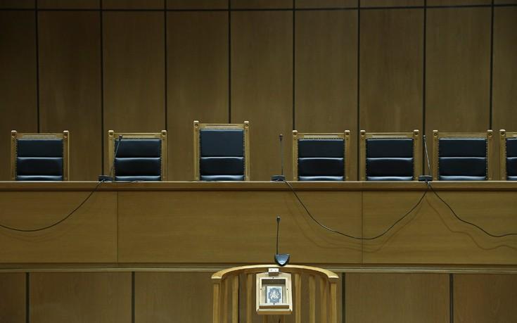 Στο μικροσκόπιο οι περικοπές για δικαστές και εισαγγελείς