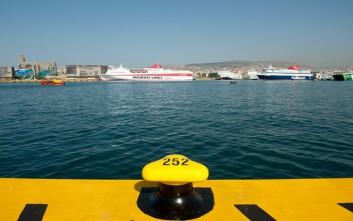 Επιστρέφει στον Πειραιά λόγω μηχανικής βλάβης το Flying Dolfin