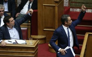 Οι εννέα ώρες ακραίας πόλωσης στη Βουλή μέσα από το φωτογραφικό φακό