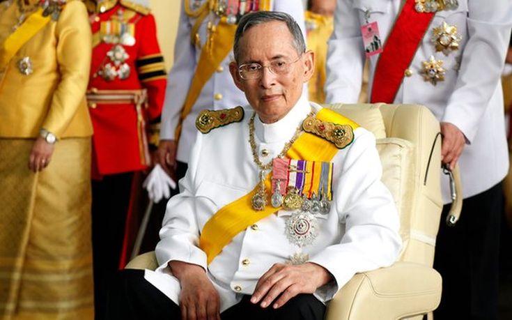 Πέθανε ο επί 70 χρόνια μονάρχης της Ταϊλάνδης