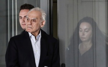 Την ενοχή Τσοχατζόπουλου για τις «χρυσές μίζες» ζήτησε η εισαγγελέας