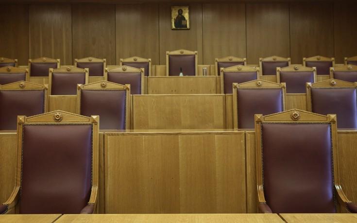 Διαμαρτύρονται οι διοικητικοί δικαστές για τις περικοπές στις συντάξεις
