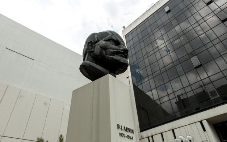ΚΚΕ: Ο λαός δεν πρέπει να αποδεχτεί τους μόνιμους κόφτες στη ζωή και τα δικαιώματά του