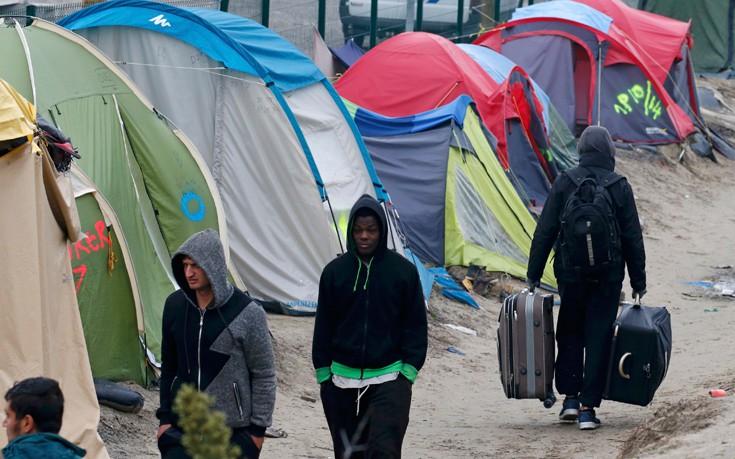 Πρόσφυγες έκλεισαν τον δρόμο με δέντρα και προκάλεσαν θανατηφόρο τροχαίο