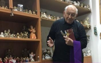 Ο εξορκιστής της καθολικής εκκλησίας που τα βάζει με δαίμονες