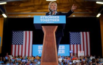 Στο πλευρό της Χίλαρι η Μισέλ Ομπάμα