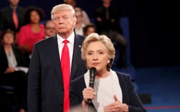 Καυστικές ατάκες και άφθονος σαρκασμός μεταξύ Τραμπ-Κλίντον σε φιλανθρωπικό δείπνο