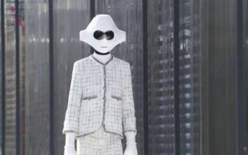 Γέμισε μοντέλα-ρομπότ η πασαρέλα της Chanel