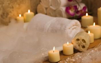 Η Μητρόπολη Γλυφάδας προειδοποιεί τους πιστούς για το μπάνιο με άλατα