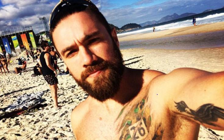 Ο βραζιλιάνος αστυνομικός συνοδός πολιτικών που προκαλεί αίσθηση στα κοινωνικά δίκτυα