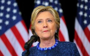 Η Χίλαρι ζητά από το FBI να δημοσιοποιήσει τα στοιχεία για τις σχέσεις Τραμπ με τη Ρωσία