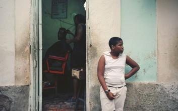 Καθημερινά στιγμιότυπα στην Κούβα που χάνεται