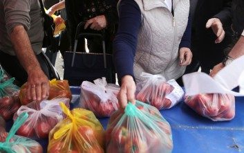 Διανομή τροφίμων στους δικαιούχους του ΚΕΑ από τον δήμο Θερμαϊκού