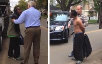 Λευκός αστυνομικός συνέλαβε αφροαμερικανό επειδή περπατούσε στο δρόμο