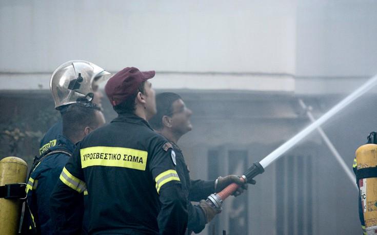 Σε εξέλιξη πυρκαγιά σε εργοστάσιο στα Οινόφυτα