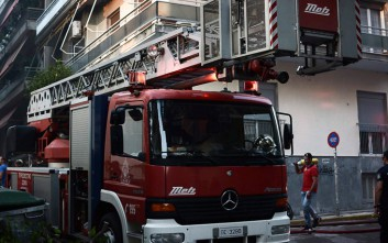 Πυρκαγιά τη νύχτα σε πολυκατοικία στο Γαλάτσι