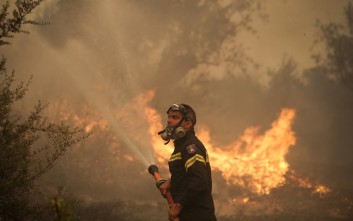 Μεγάλη πυρκαγιά στο Δίλοφο Φαρσάλων