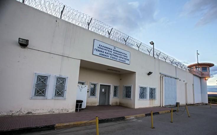Βρήκαν κινητά μέσα σε κελιά στις φυλακές Δομοκού