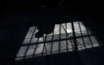 Προφυλακίστηκε ο 56χρονος που έδεσε την κόρη του στο καλοριφέρ
