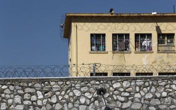 «Οι κρατούμενοι πουλάνε ο ένας στον άλλο τις σουίτες της φυλακής»