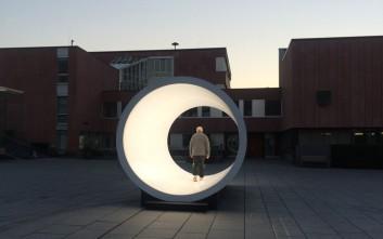 Ένα «τούνελ» φωτός σε πλατεία της Γερμανίας