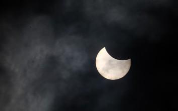 Oλική έκλειψη ηλίου πάνω από τη Χιλή