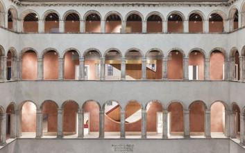 Ένα παλάτι που μετατράπηκε σε εντυπωσιακό εμπορικό κέντρο
