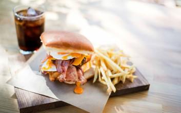 Επτά burgers στην Αθήνα που πρέπει να δοκιμάσεις