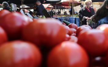 Τροπολογία ρυθμίζει τις θέσεις στις λαϊκές αγορές