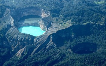 Δέκα λίμνες μέσα σε κρατήρες ηφαιστείων