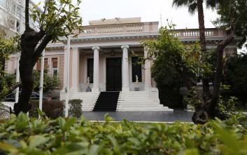 «Η ελληνική κυβέρνηση παρακολουθεί στενά τις εξελίξεις στις αγορές ομολόγων»