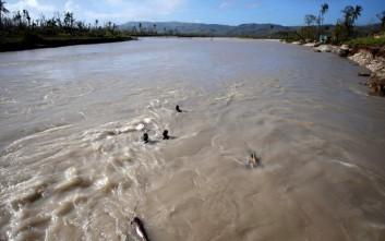 Εκατοντάδες άνθρωποι εγκλωβισμένοι από τις πλημμύρες στη Β. Καρολίνα
