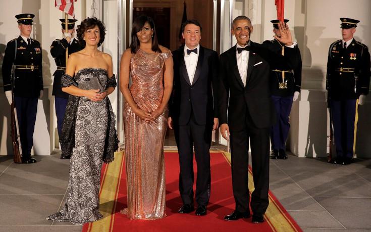 Με τουαλέτα Versace υποδέχθηκε τους Ρέντσι η Μισέλ Ομπάμα