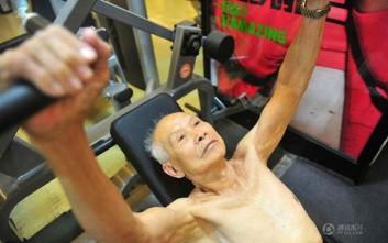 Ο 94χρονος που «χτίζει σώμα» και δεν σταματά να γυμνάζεται