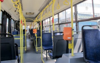 Οδηγός λεωφορείου βρήκε και παρέδωσε τσαντάκι που ανήκε σε μετανάστη