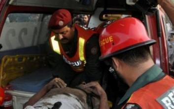 Τουλάχιστον 25 οι νεκροί από την έκρηξη σε τέμενος του Πακιστάν