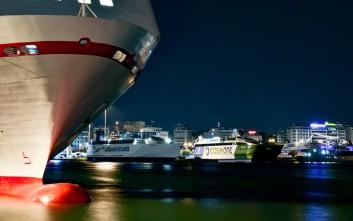 Πρόσκρουση κρουαζιερόπλοιου στο λιμάνι του Πειραιά λόγω των ισχυρών ανέμων