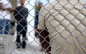 Για τρίτη ημέρα συνεχίζουν την απεργία πείνας οι 12 Σύροι πρόσφυγες