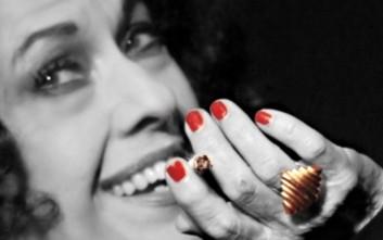 Η μυθική ζωή της Ρόζας Εσκενάζυ ανεβαίνει στην Αθηναΐδα