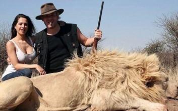Αντιδράσεις για τον εκατομμυριούχο επιχειρηματία που ποζάρει δίπλα σε νεκρά ζώα
