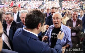 Το t-shirt του Ζουράρι έκλεψε τα φλας στο συνέδριο του ΣΥΡΙΖΑ