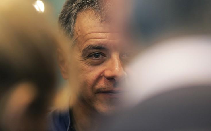 Θεοδωράκης: Χωρίς μεγάλες τομές η χώρα θα ξανακυλήσει σε μνημόνια