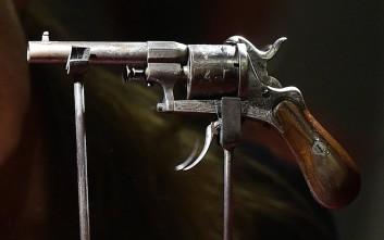 Στο σφυρί το όπλο με το οποίο ο Βερλαίν παραλίγο να σκοτώσει τον Ρεμπώ