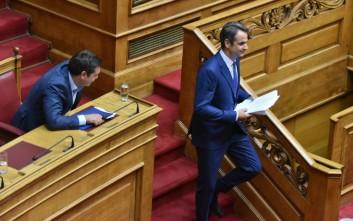Πώς αποτιμά το Μαξίμου την κόντρα Τσίπρα-Μητσοτάκη στη Βουλή