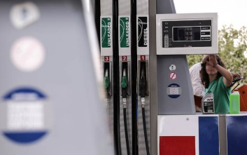Μπούκαραν με το αυτοκίνητο για ληστεία σε βενζινάδικο στη Γλυφάδα